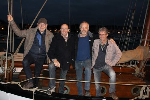 Groupe Au bord du quai